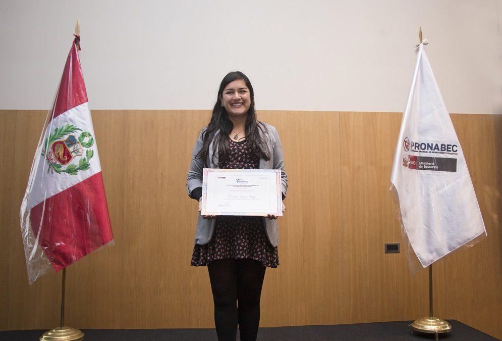 Egresada gana beca posgrado en McGill University, Canadá.
