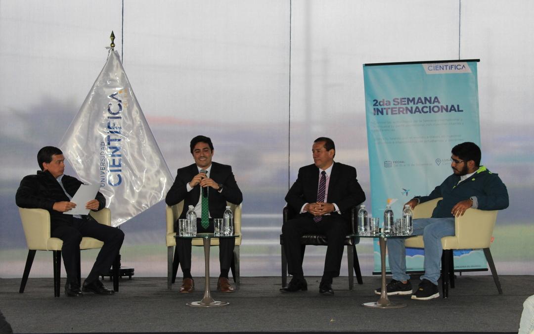Egresados participaron como panelistas en la 2da Semana Internacional
